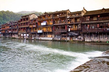房屋系穿斗式木结构建筑